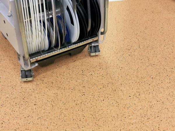 Материал устойчив к мебели на роликовых ножках