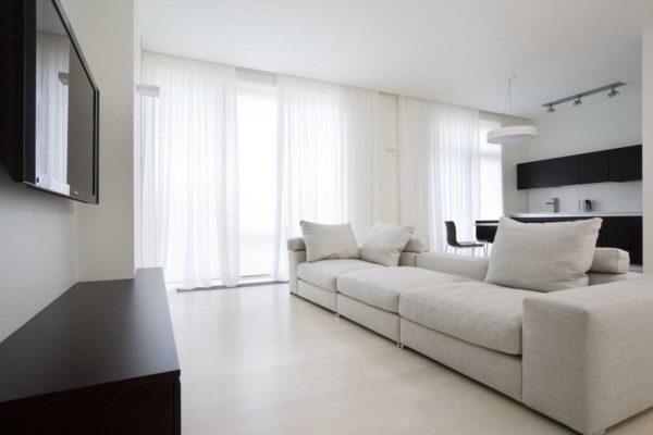 Светлая гостиная в современном стиле