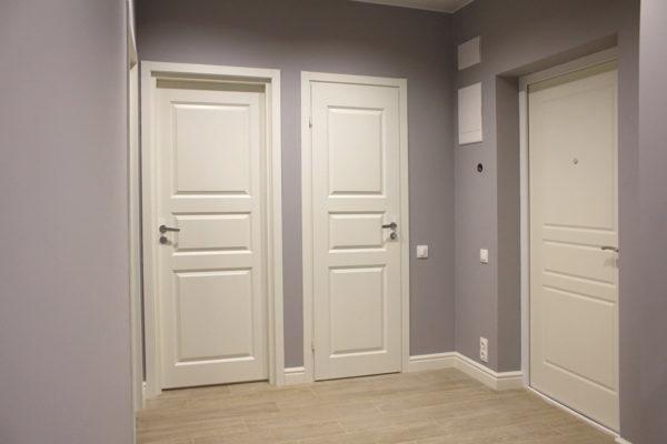 Светлые двери в данном случае уместны