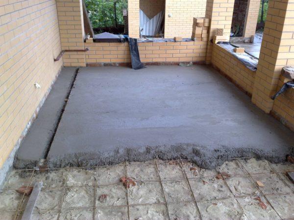Укладка цементно-песчаного раствора