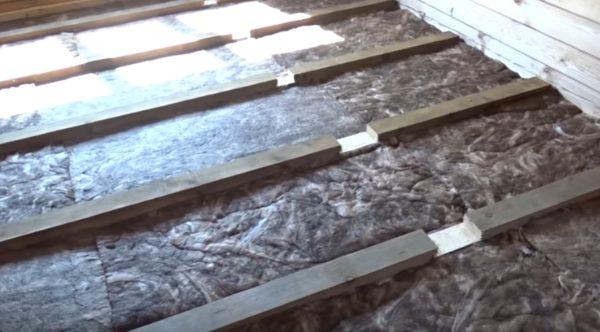 Уложены теплоизоляционные плиты